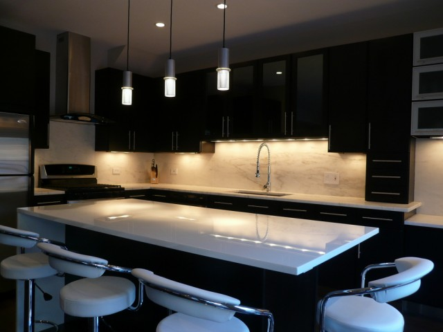 Beyond kitchens affordable kitchen cupboards cape town for Kitchen designs for small kitchens south africa